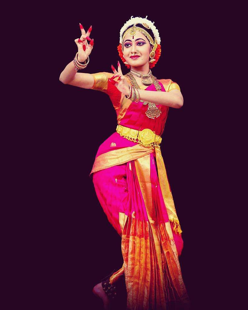 Performing   (Pic: Nihanthri Reddy Poli)