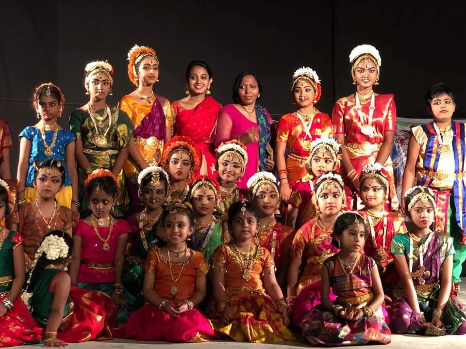 With dancers   (Pic: Nihanthri Reddy Poli)