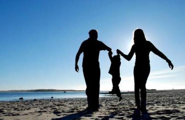 parents_child_silhouette1