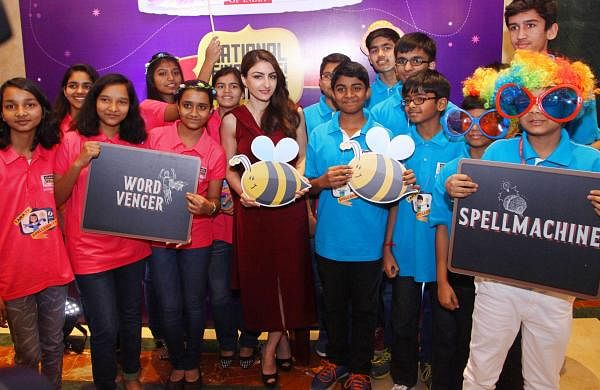 Bollywood_Actress_Soha_Ali_Khan_with_winners_at_SpellBee