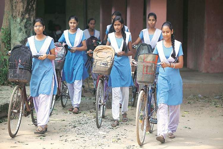 haryana-school-girls-express-photo-for-inuth