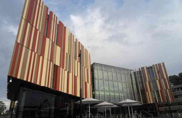 Macquarie_University_New_Library_2011