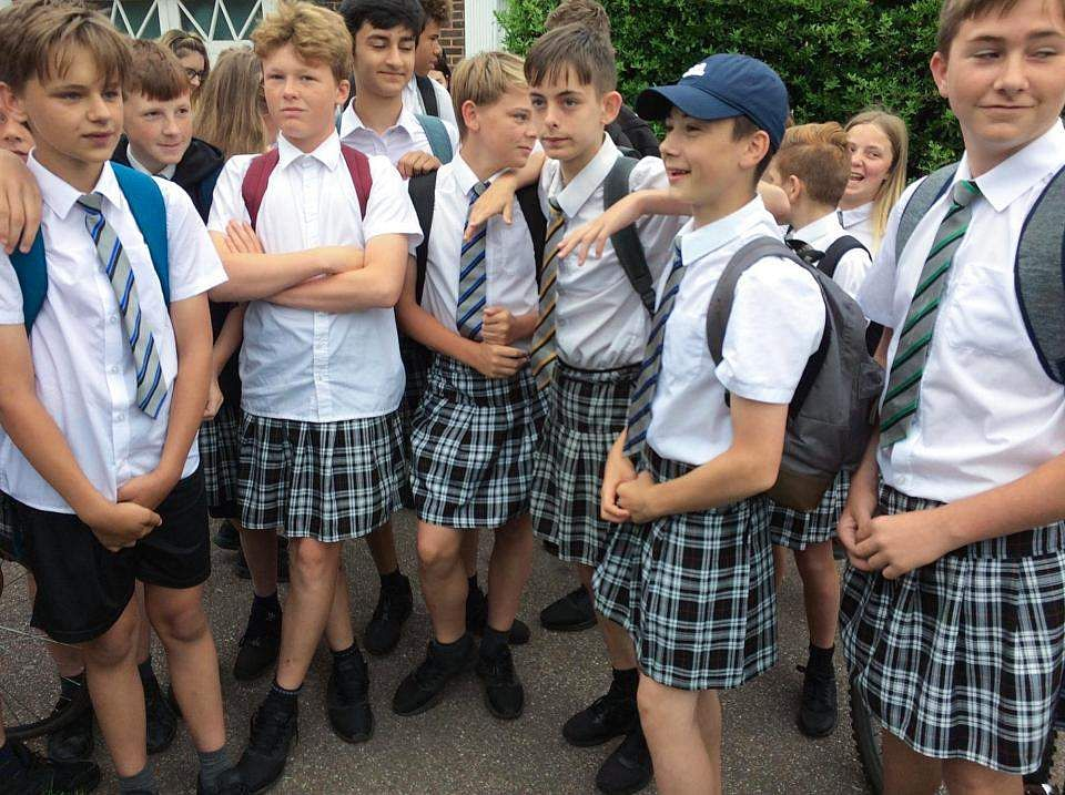boys_in_skirts