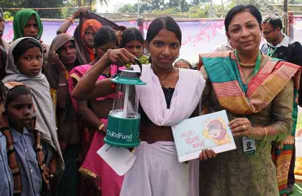 Neelam_Makhijani,_Country_Director_and_CEO,_ChildFund_India_Distributing_Solar_lantern_and_story_book
