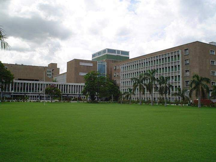 AIIMS_central_lawn