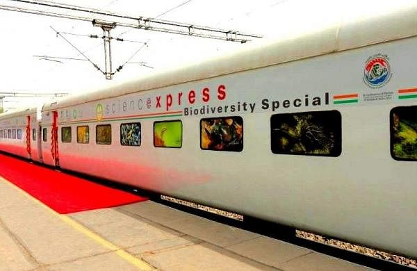 Science-Express-at-the-Station