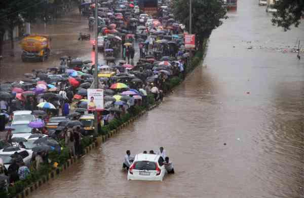 Mumbai_Rains-PTI_5