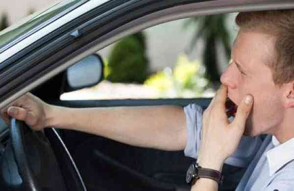 Sleep detection device while driving