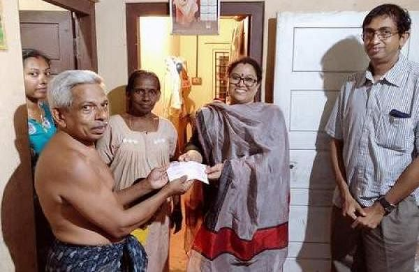 KVEA members handing over financial assistance to a weaver family