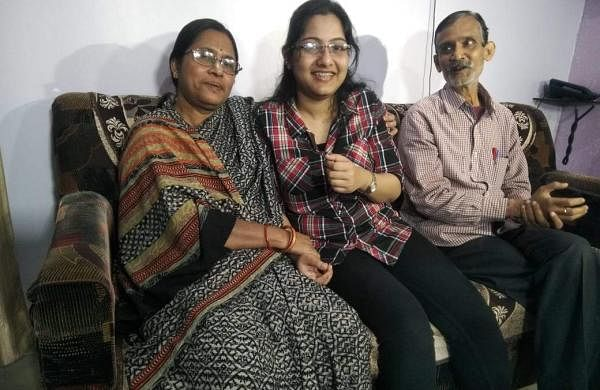 Ayushi with her parents (pic: Ayushi Mahapatra)