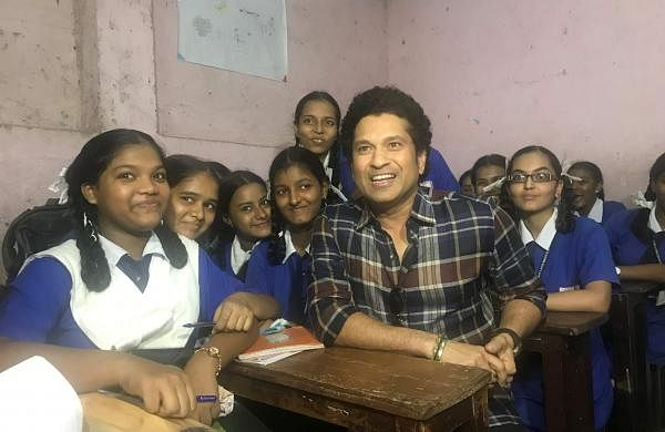 Sachin_Tendulkar_paid_suprise_visit_to_meet_students_of_Guru_Govind_Singh_school_in_Sewri_Area_Mumbai
