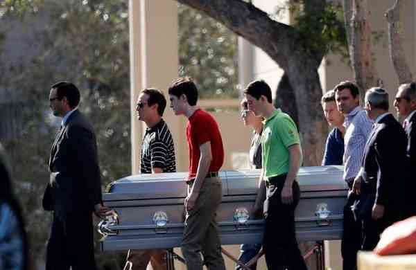 Family and students carry the casket of Scott Beigel, one of the three teachers who died rescuing students at Marjory Stoneman Douglas High School | AP