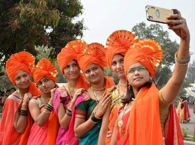ed2fe962254 The University Grants Commission has decided to invite designs for  convocation attire that accords with Indian culture and tradition