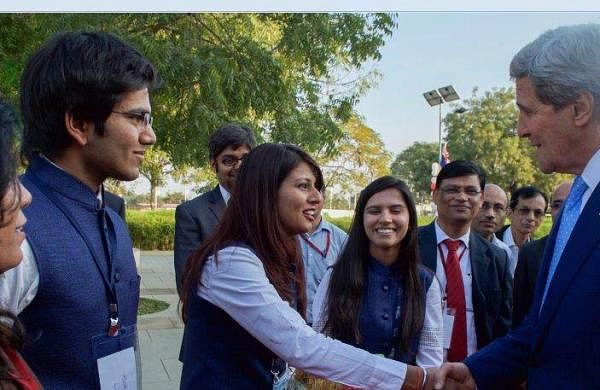 Indian_students_and_Kerry