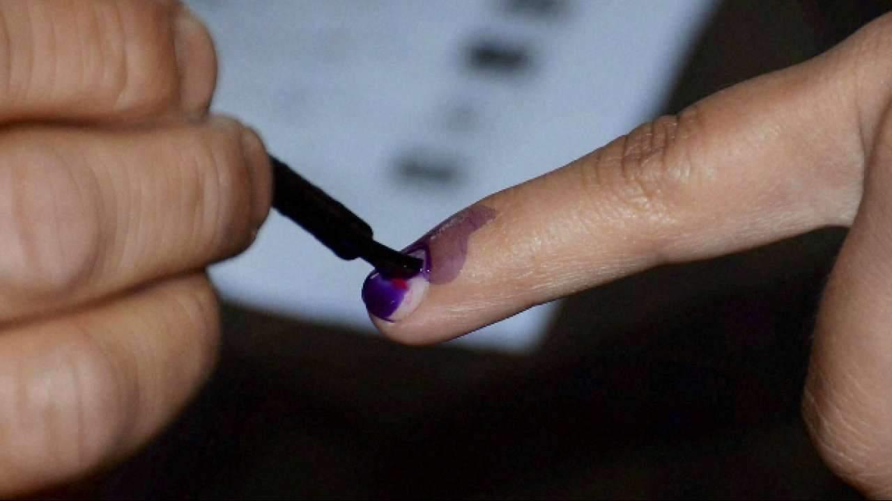 635218-finger-ink-poll-pti