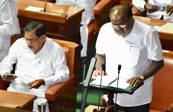 HD Kumaraswamy presenting the budget