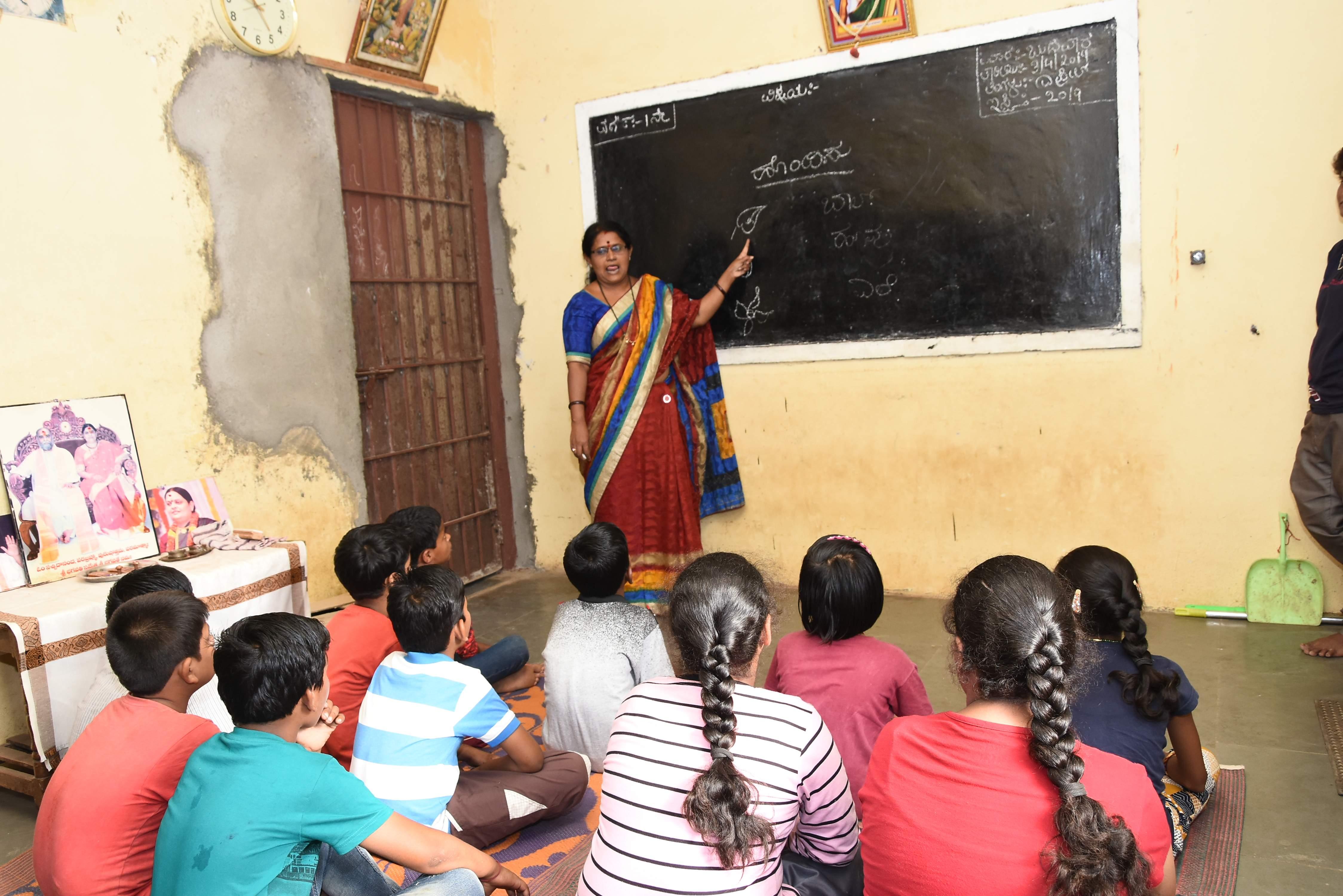 Sujatha Reshmi teach deaf kids