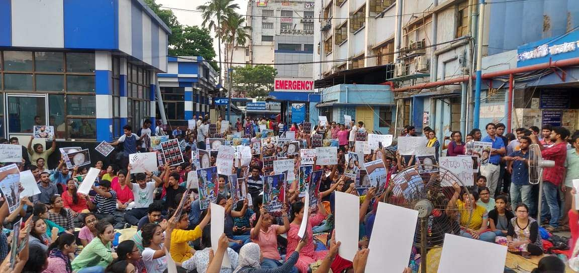 protesting junior doctors in West Bengal
