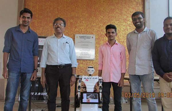 Creators_of_Ajit_with_Guide_and_faculty-2