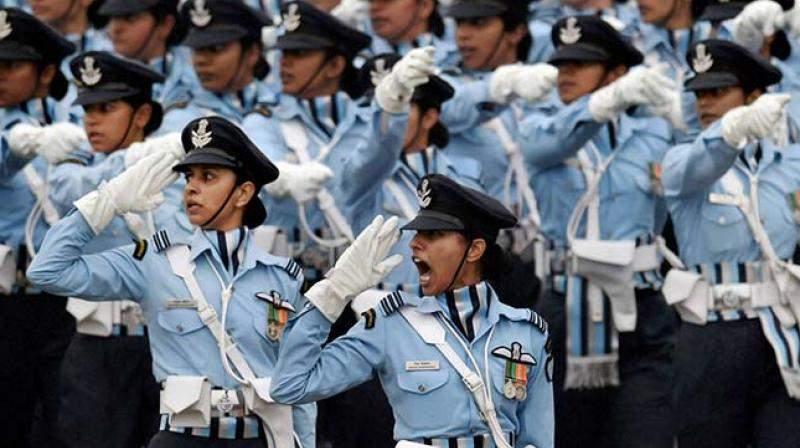 women_in_uniform