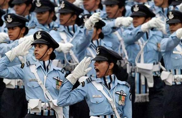 women_in_uniform