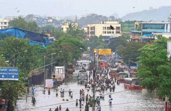 waterlogged road in Maharashtra