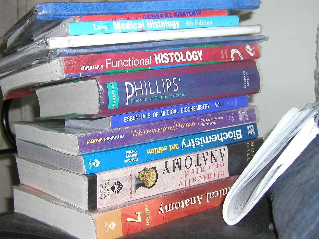 1280px-Books_Books