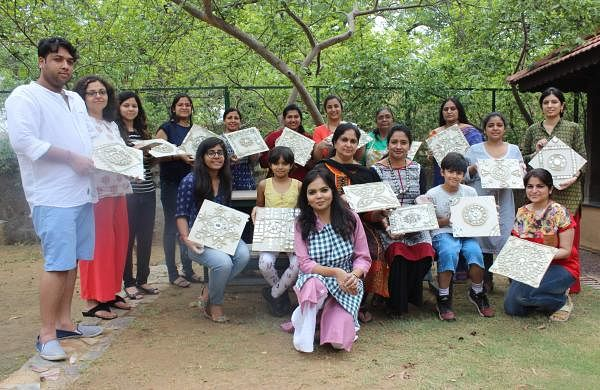 Nishi Srivastava along with participants when she conducted Lippan Kaam workshop
