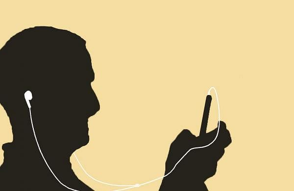 headphones-680971_1280