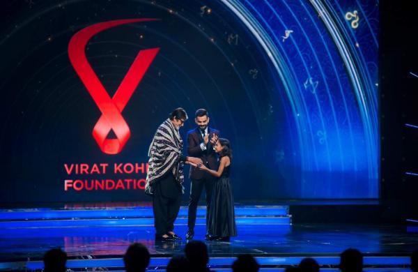 Pooja Bishnoi gets felicitated by Amitabh Bachchan as Virat Kohli watches on (Pic: Sarwan Budhia)