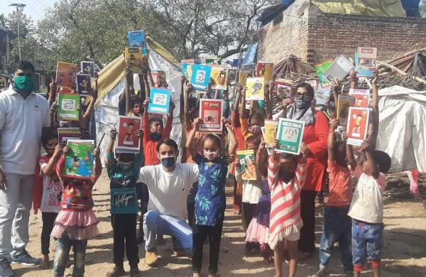 Sandeep with kids he gave books to (Pic: Sandeep Kumar)