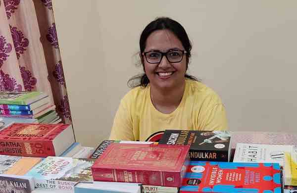 Srichandana_with_books
