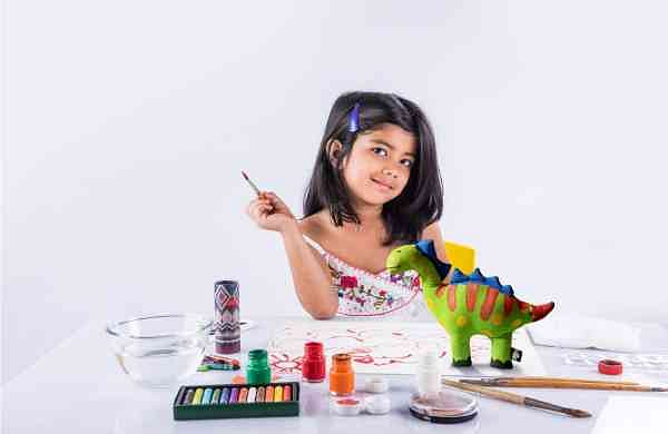Paint_your_Dino_DIY_-_Girl-2