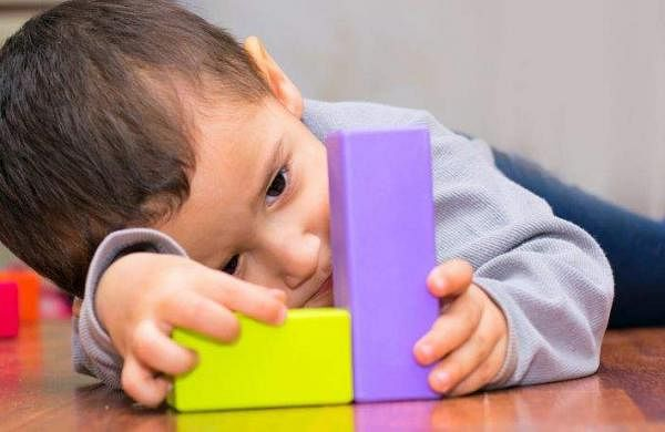 boy-playing-with-blocks-768
