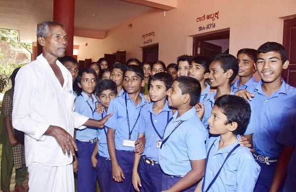 Harekala Hajabba at his school with children (Pics: Rajesh Shetty Ballalbagh)