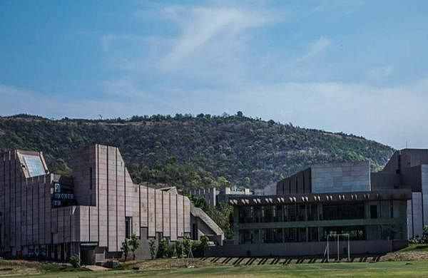 Main_Building_of_FLAME_University_Pune_Campus-View