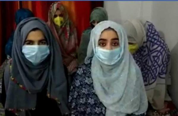 KashmirigirlsstuckinDelhisentbacktoKashmir-jhalak