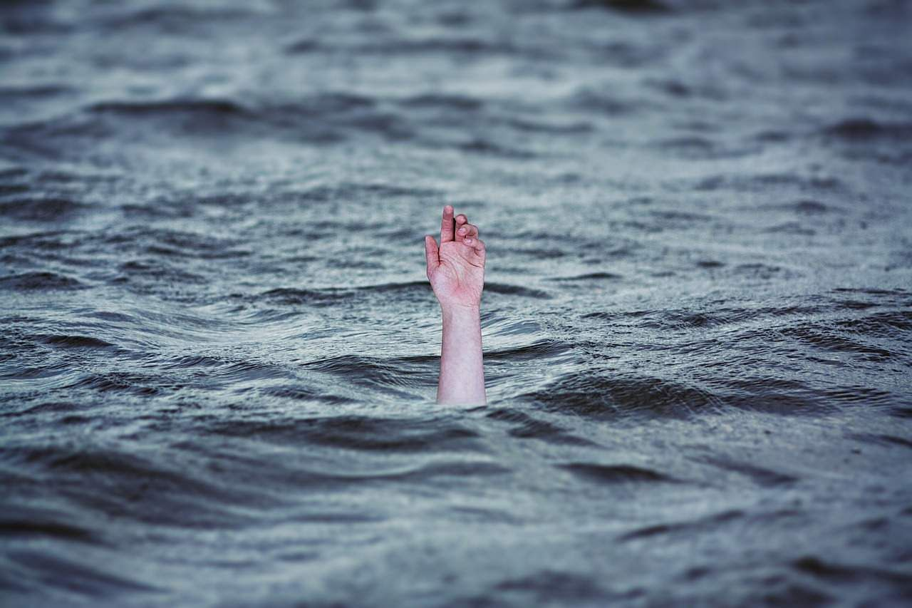 drowning-2049247_1280