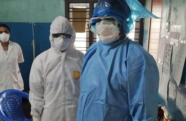 Healthcare_workers_wearing_PPE_03