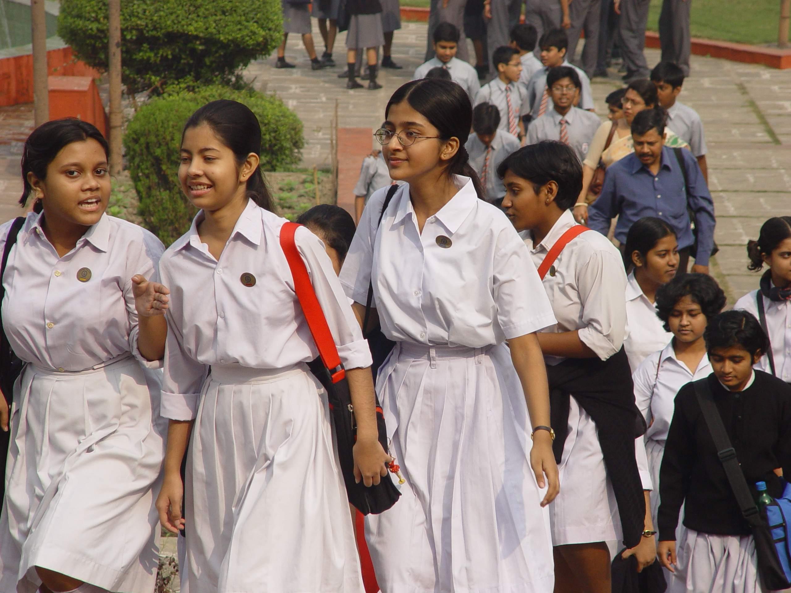 School_Students_-_Kolkata_2004-12-17_03640