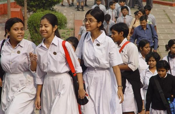School_Students_-_Kolkata_2004-12-17_03640