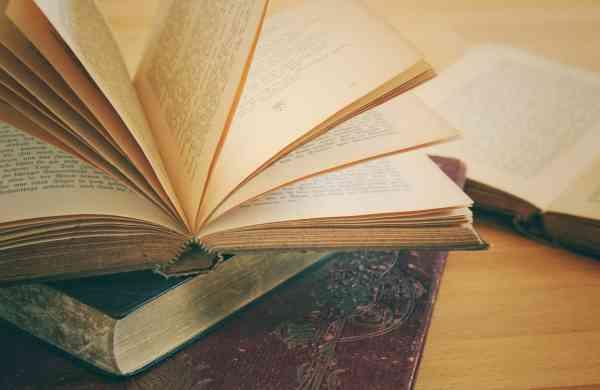 books-3433401_1280