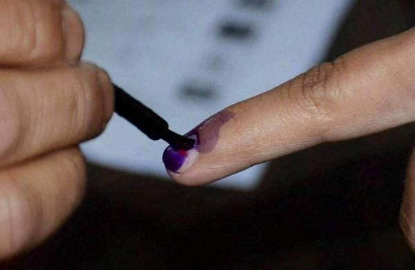 635218-finger-ink-poll-pti