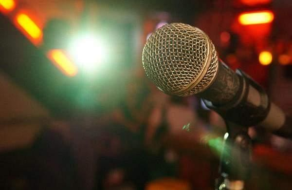 microphone-3989881_1920