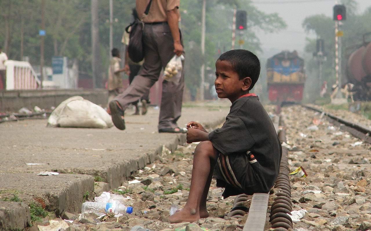 Street_Child,_Srimangal_Railway