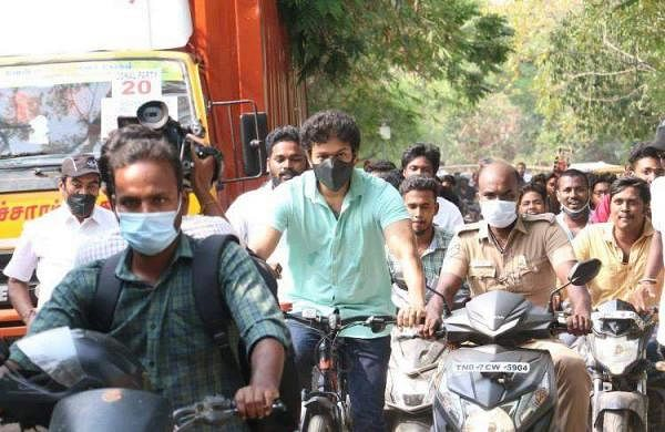 ActorVijay_Cycling-TNElections_060421_1200x800_Fanclub