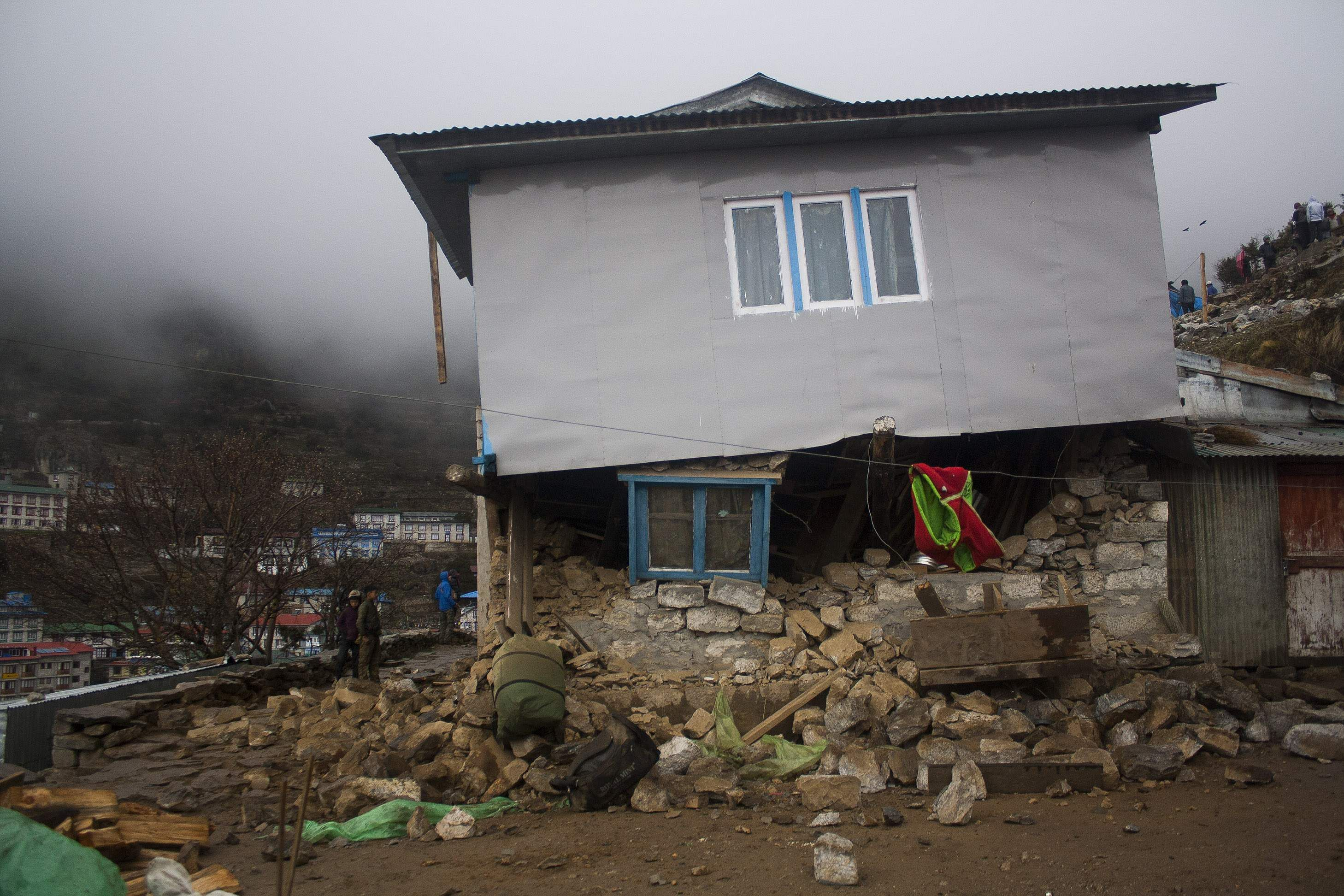 Building_Damaged_by_Earthquake_in_Namche_Bazaar