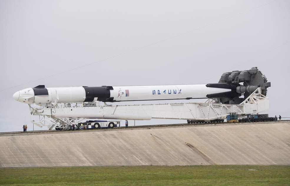 spacex_falcon_9_rollout