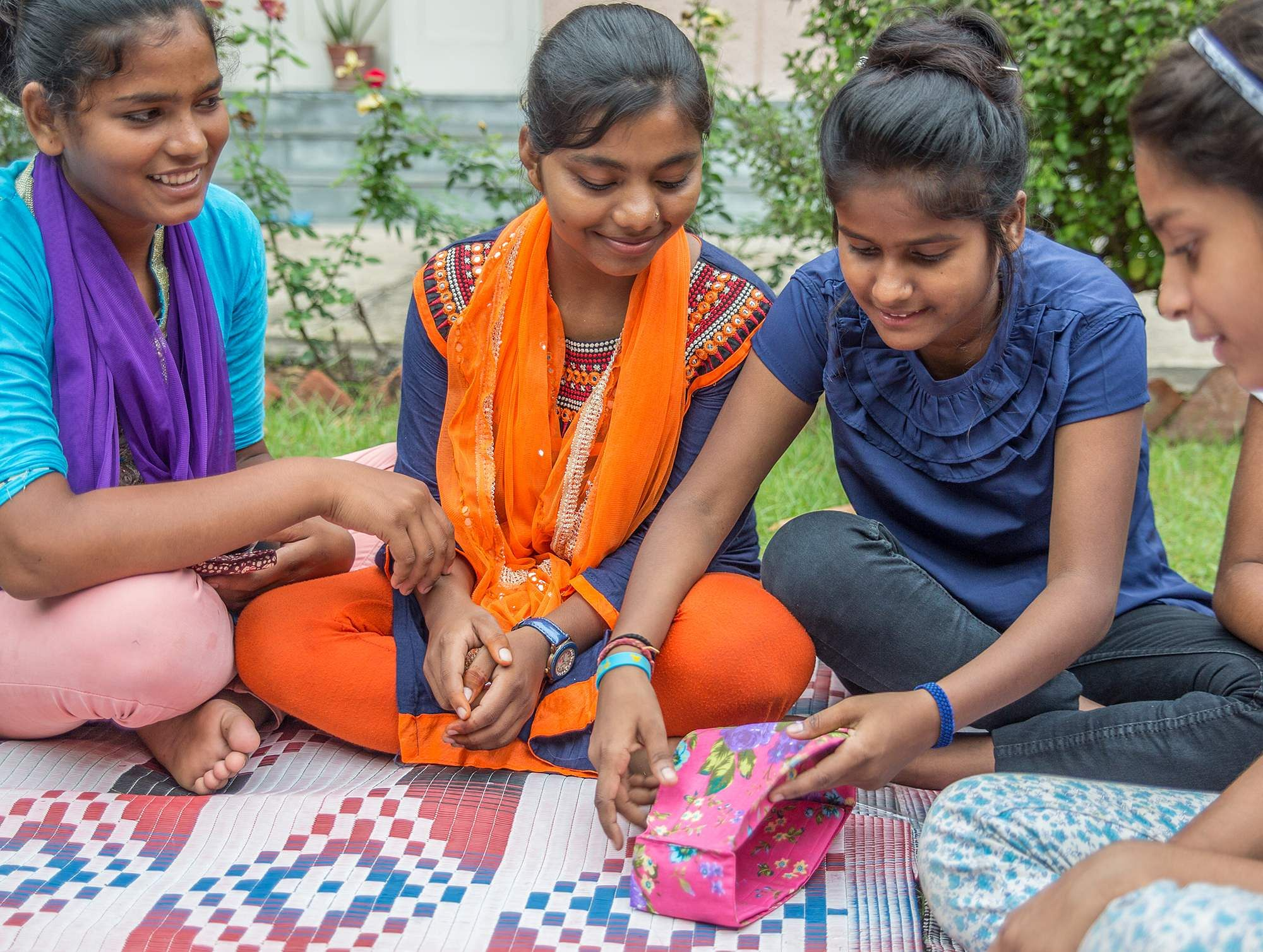 Children_explained_how_to_use_reusable_Saukhyam_pads