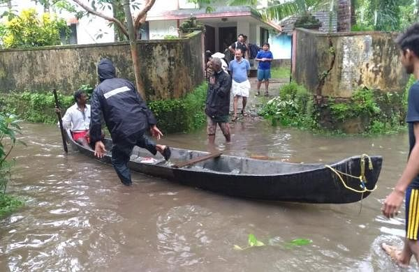 kerala_disaster_volunteer_flickr